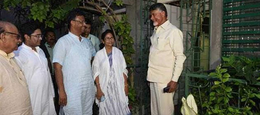 CBN's meet with Mamata Banerjee is a whiff of worry!